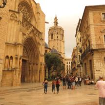 Puerta de los Apóstoles, con el Micalet al fondo