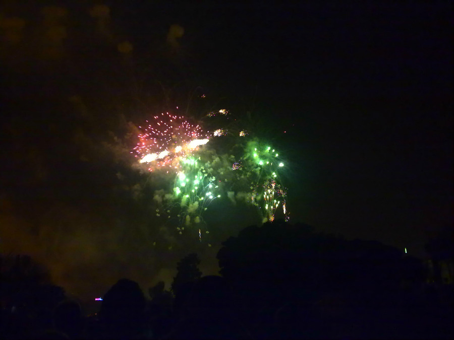 Castillo de fuegos artificiales en la Nit del Foc