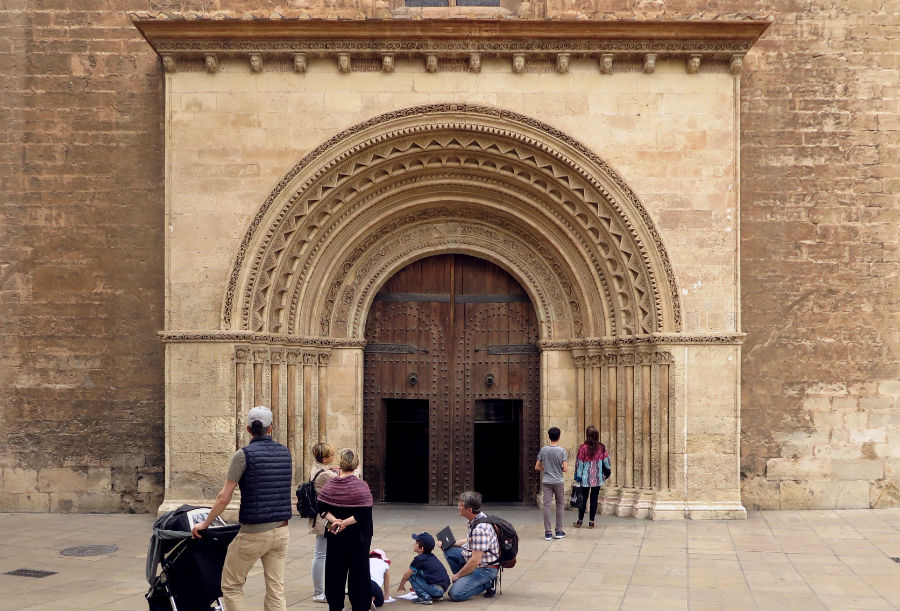 Puerta de l'Almoina o de los Arcos