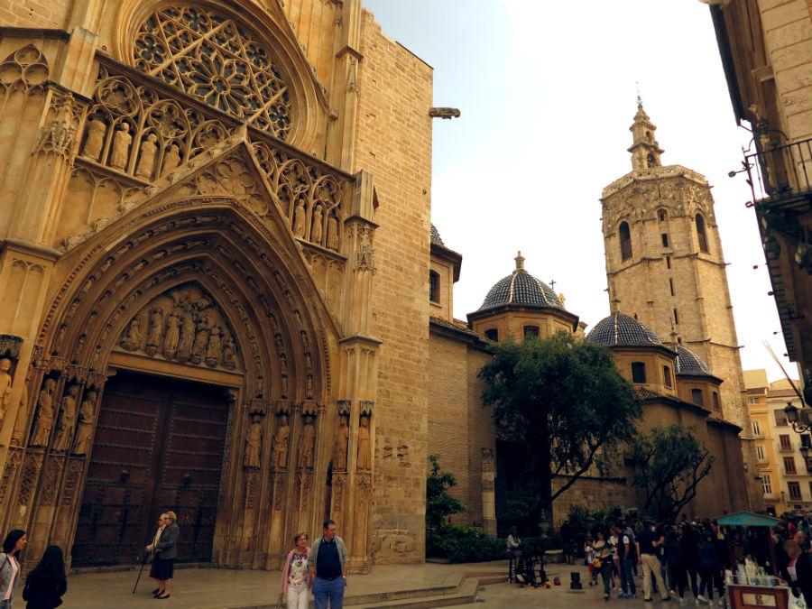 Puerta de los Apóstoles y Miguelete