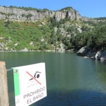 El baño está prohibido en la Laguna Negra