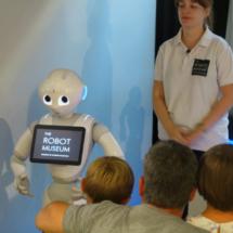 Visita guiada al Museo del Robot de Juguetrónica