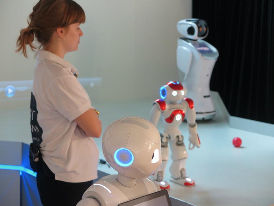Muestra de robots en la visita guiada a The Robot Museum de Madrid