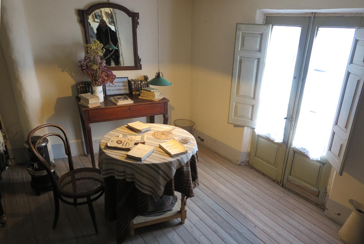 Detalle de una habitación de la casa de Machado en Segovia