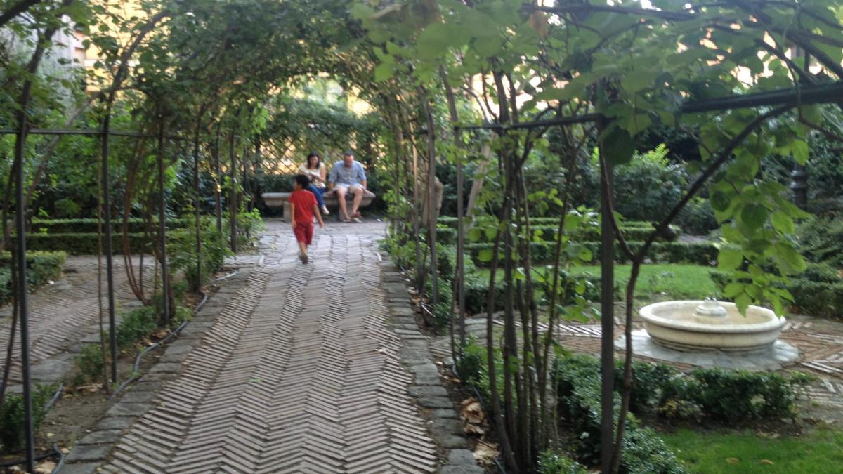 Emparrado del Jardín del Príncipe de Anglona, en Madrid