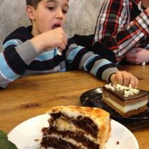 Mür café es un local encantador... y sus tartas un encanto para los niños.