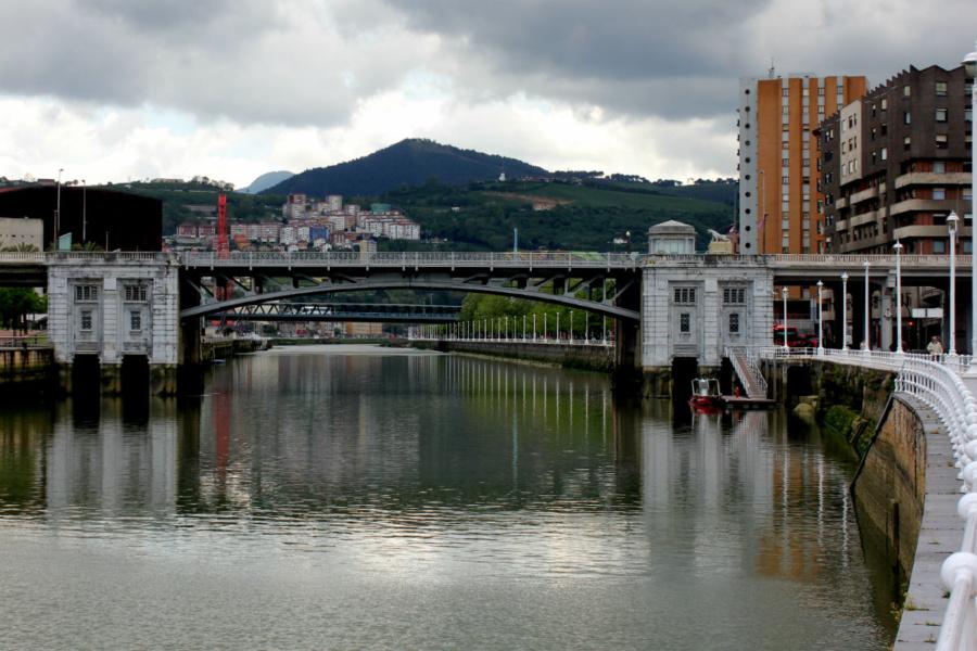 Vista de la ría del Nervión, en Bilbao