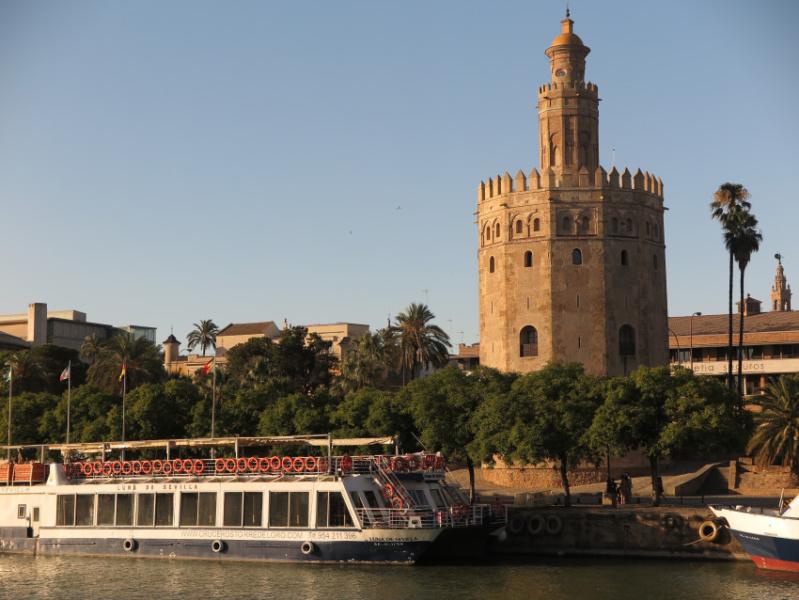 La Torre del Oro es una construcción de origen defensivo