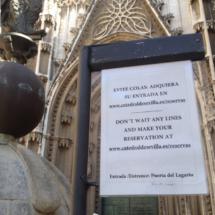Cartel informativo en la Catedral de Sevilla