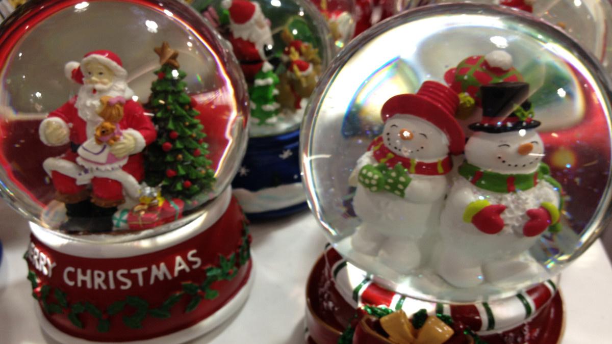 Adornos navideños en una tienda de El Corte Inglés
