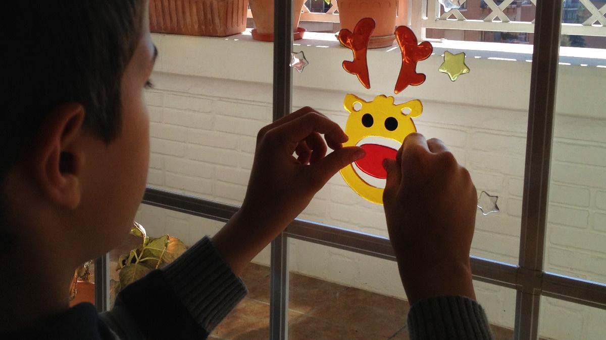 Llenar la casa de adornos navideños es un buen plan casero para diciembre