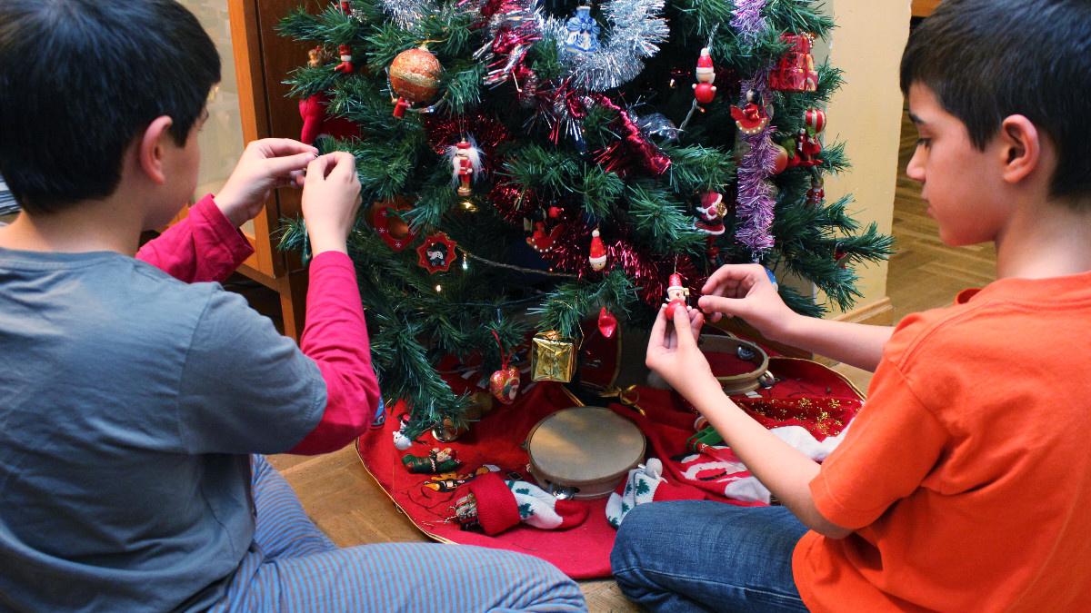Poner el árbol de Navidad es una actividad propia del puente de diciembre