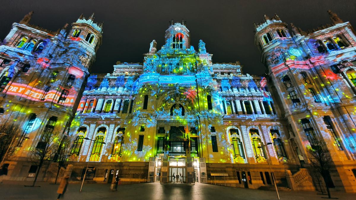 Palacio de Cibeles iluminado en la Navidad 2020