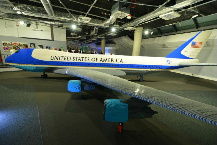 Air Force One construido con Lego