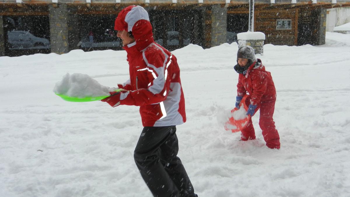 Para jugar en la nieve hay que ir siempre muy bien equipados