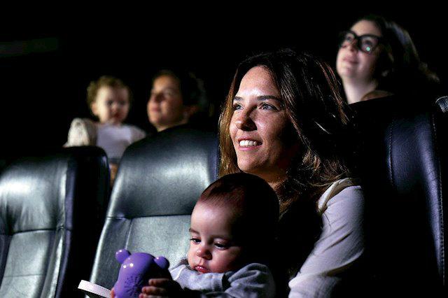 Las 'sesiones teta' ofrecen condicinones especiales para que los bebés estén a gusto