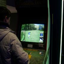 Hoy hemos estado en Game On, la exposición sobre la historia del videojuego desde 1997 hasta ahora. Hay más de 400 piezas originales que te ayudan a hacer ese viaje en el tiempo, pero lo mejor es que…¡se puede jugar! ¡y gratis! Hay más de 150 juegos con los que puedes pasártelo bomba y sin pagar un euro.