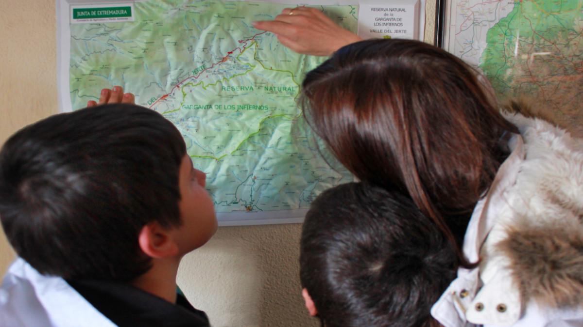 Guía de rutas a pie por el Valle del Jerte para familias con peques