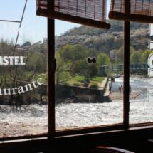 Ventanales del restaurante El Torcas del Valle del Jerte