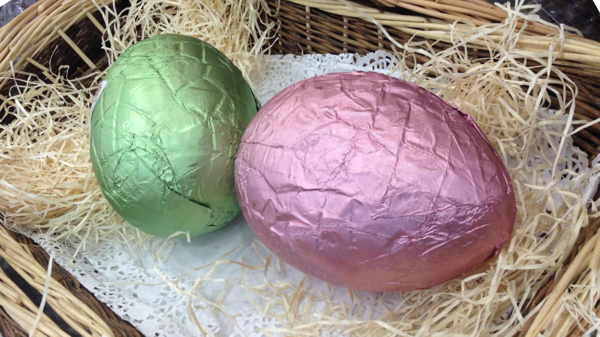 Huevos o monas de Pascua de chocolate