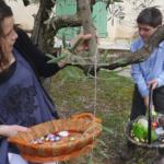 La búsqueda de los huevos de Pascua es una actividad familiar muy entretenida