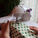 Aprender a coser es una actividad entretenida para los peques y muy, muy práctica ;-)