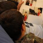 Ver los álbumes de fotos: en casa con los niños