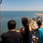 Vistas desde lo alto de uno de los faros más altos del Mundo
