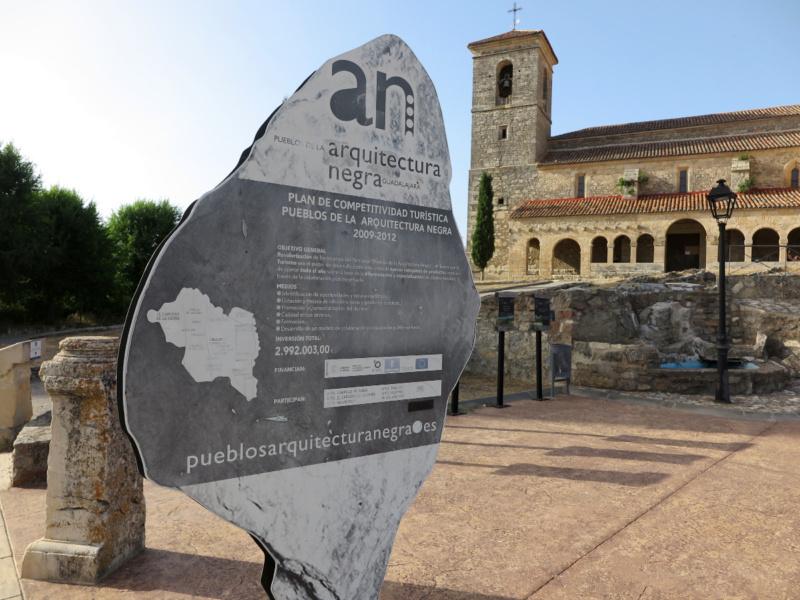 Iglesia de Tamajón, en la ruta de pueblos nuevos de Guadalajara