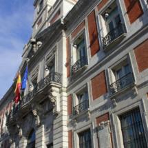 Edificio de la Puerta del Sol, sede de la Comunidad de Madrid, frente al Km. 0