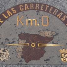 Detalle de la placa del Km. 0