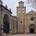 Fachada de San Juan de Ortega, en Burgos