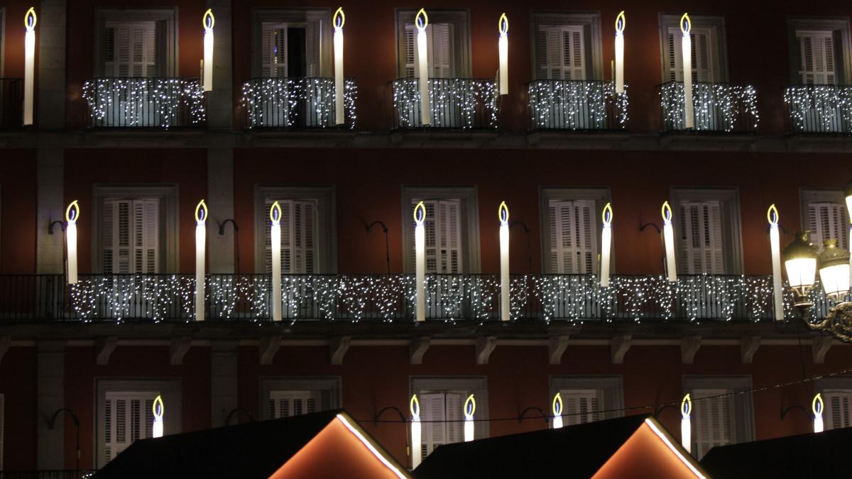 Decoración luminosa de Navidad en la Plaza Mayor de Madrid