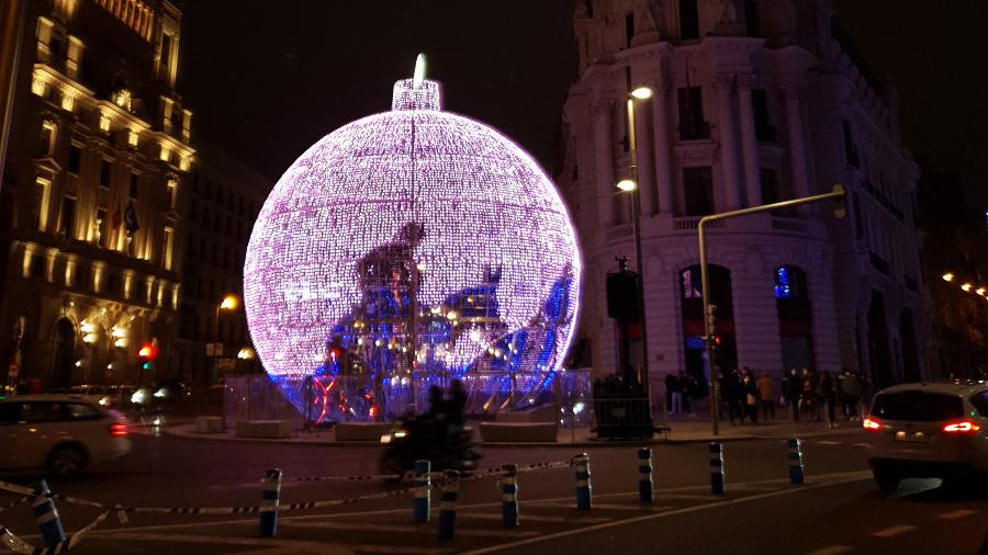 Bola de Navidad gigante