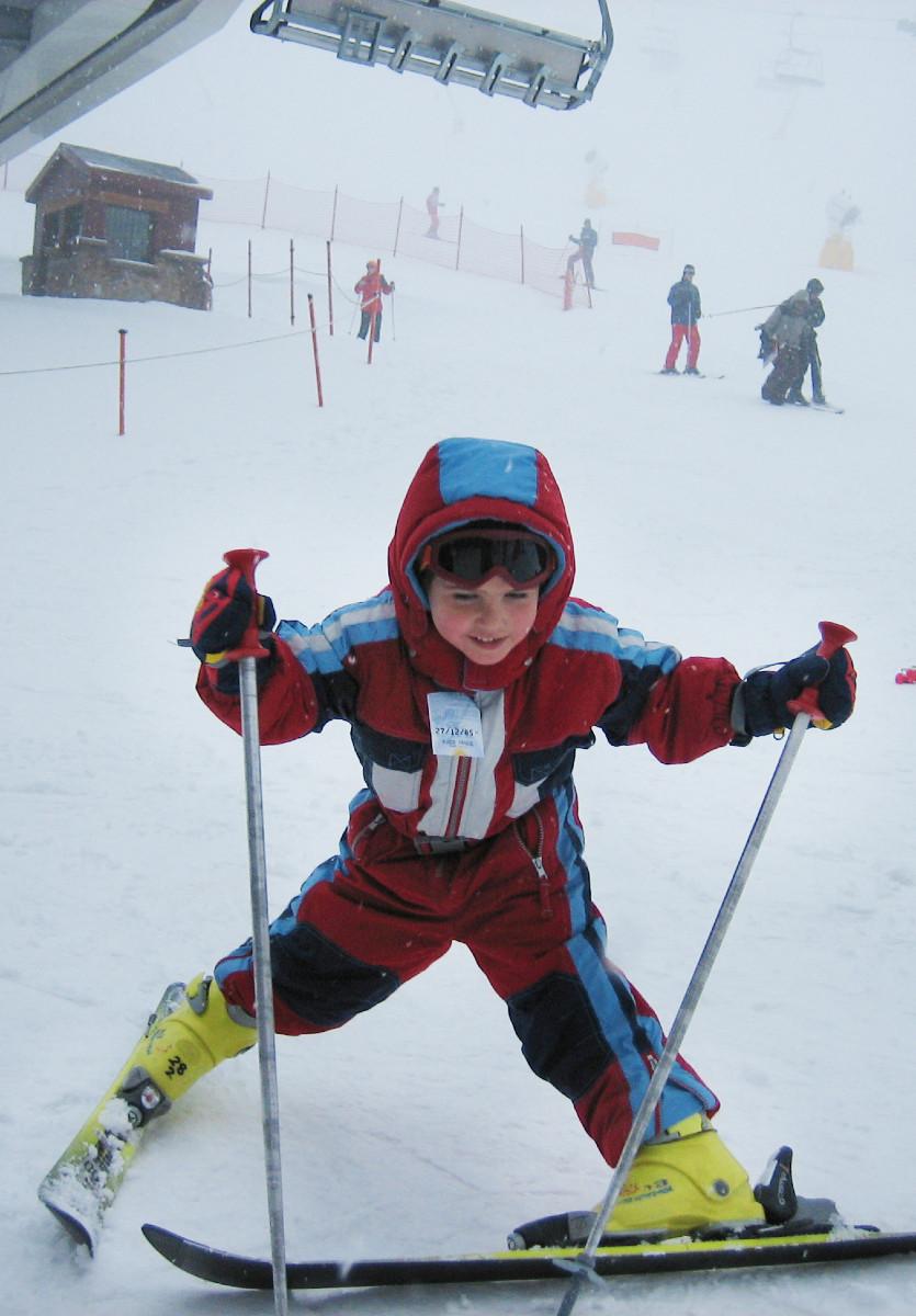 Los profes particulares de esquí también enseñan a los peques a esquiar