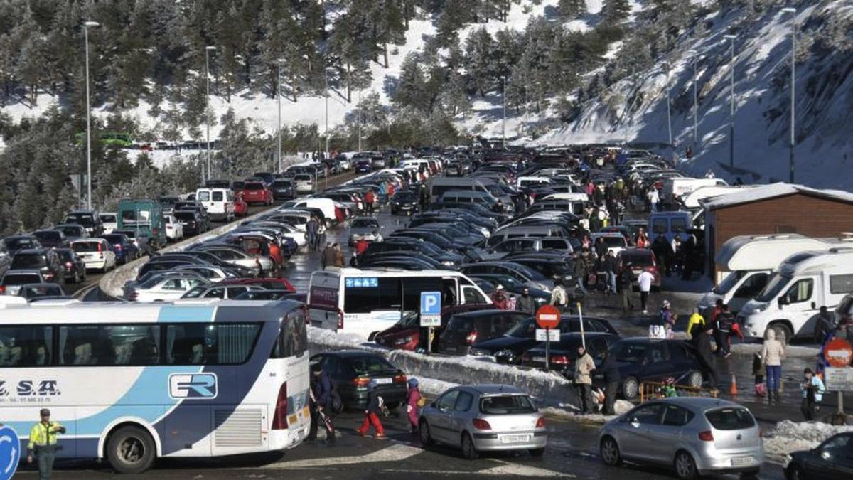 Parking de Navacerrada lleno