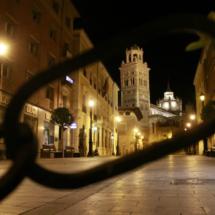 Vista de la torre de la catedral de Teruel, por la noche
