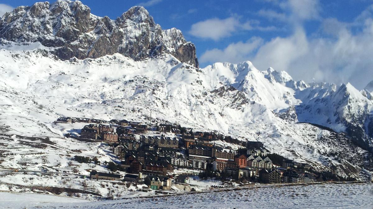 Vistas de Formigal desde sus pistas de esquí