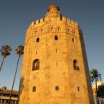 Dos leyendas sobre la Torre del Oro (su brillo y para qué servía)