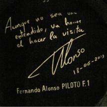 Firma de Fernando Alonso en un barril de las Bodegas Tío Pepe de Jerez
