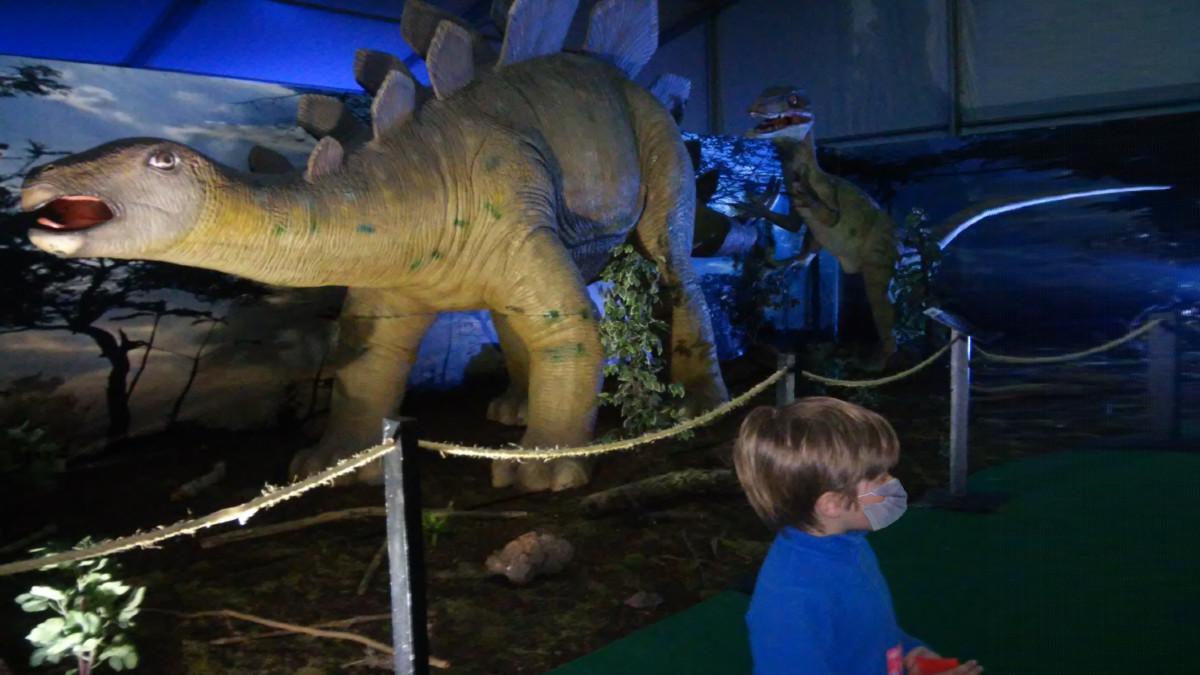 'Dinosaurs World' es una exposición de dinosaurios muy animada en Bilbao